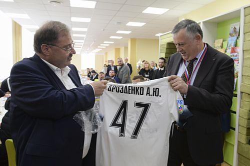 На ПМЭФ губернатор Дрозденко намерен поговорить о перспективах футбольного «Тосно»